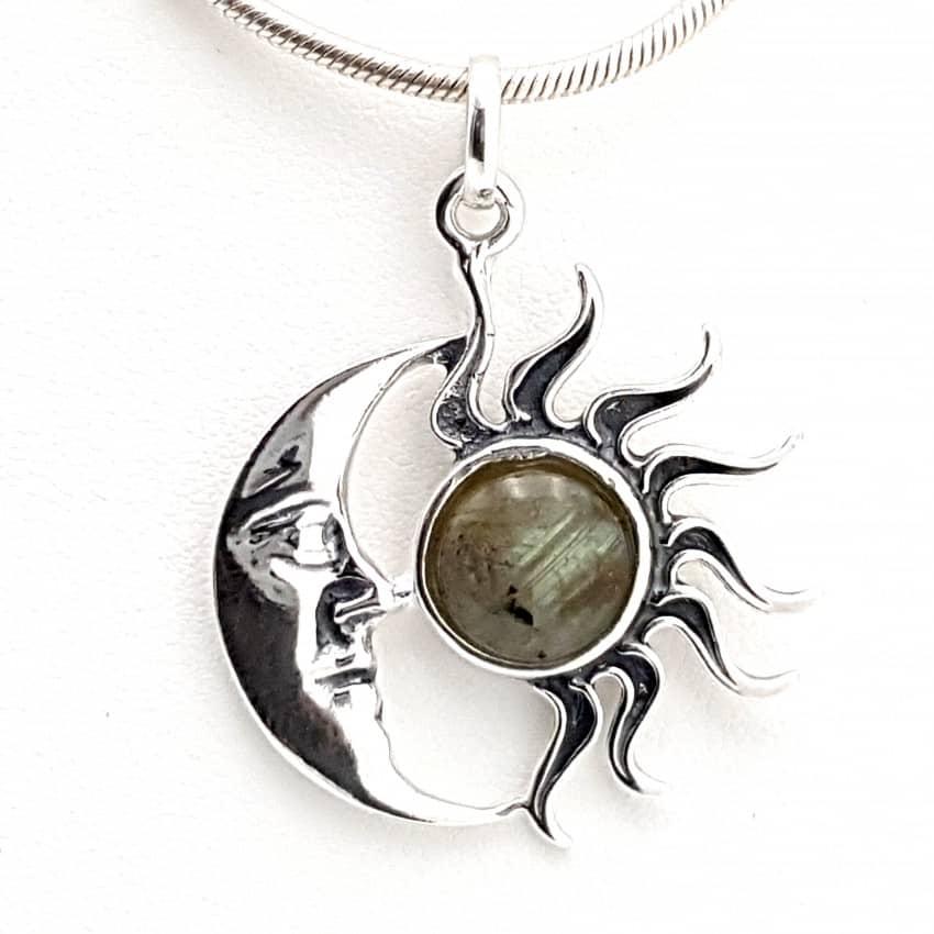 Colgante con labradorita en plata sol y luna