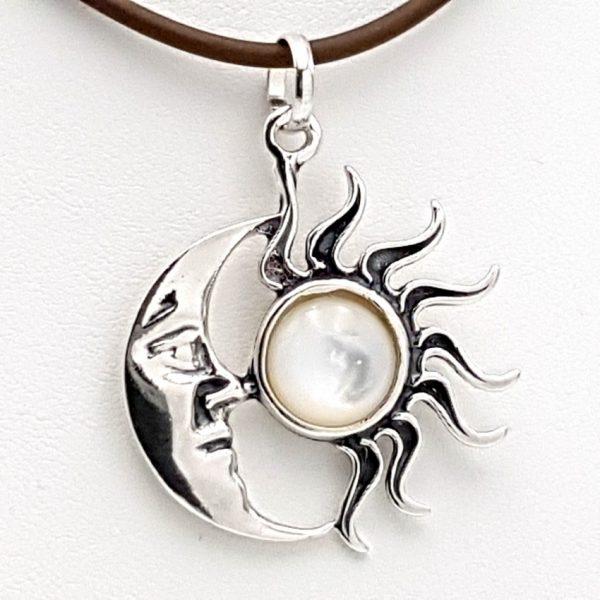 colgante sol y luna de nácar y plata