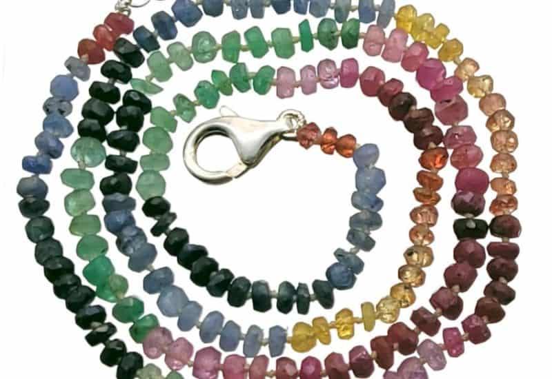 Collar 47 cms. multipiedras con zafiro, heliodoro, esmeralda y rubí