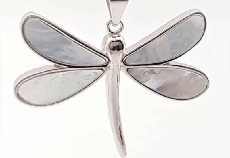 Colgante libélula con nácar