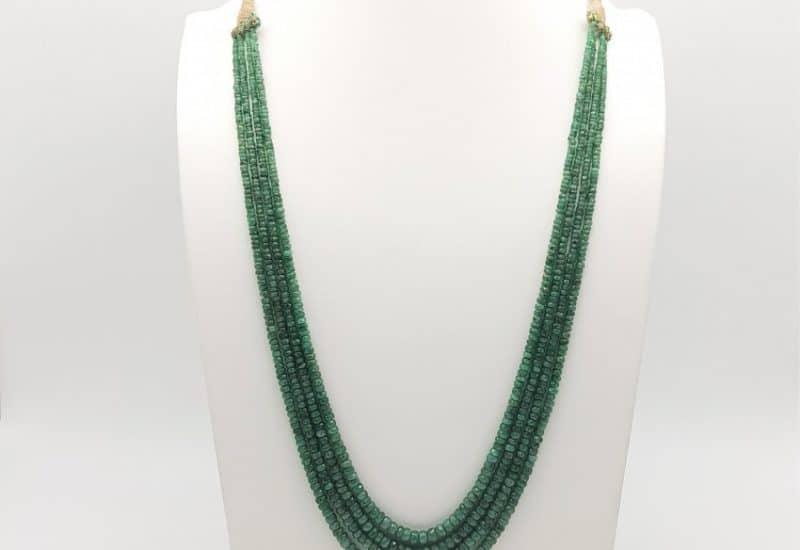 Fantástico collar con esmeraldas