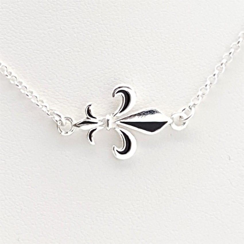Colgante flor de lis y gargantilla en plata