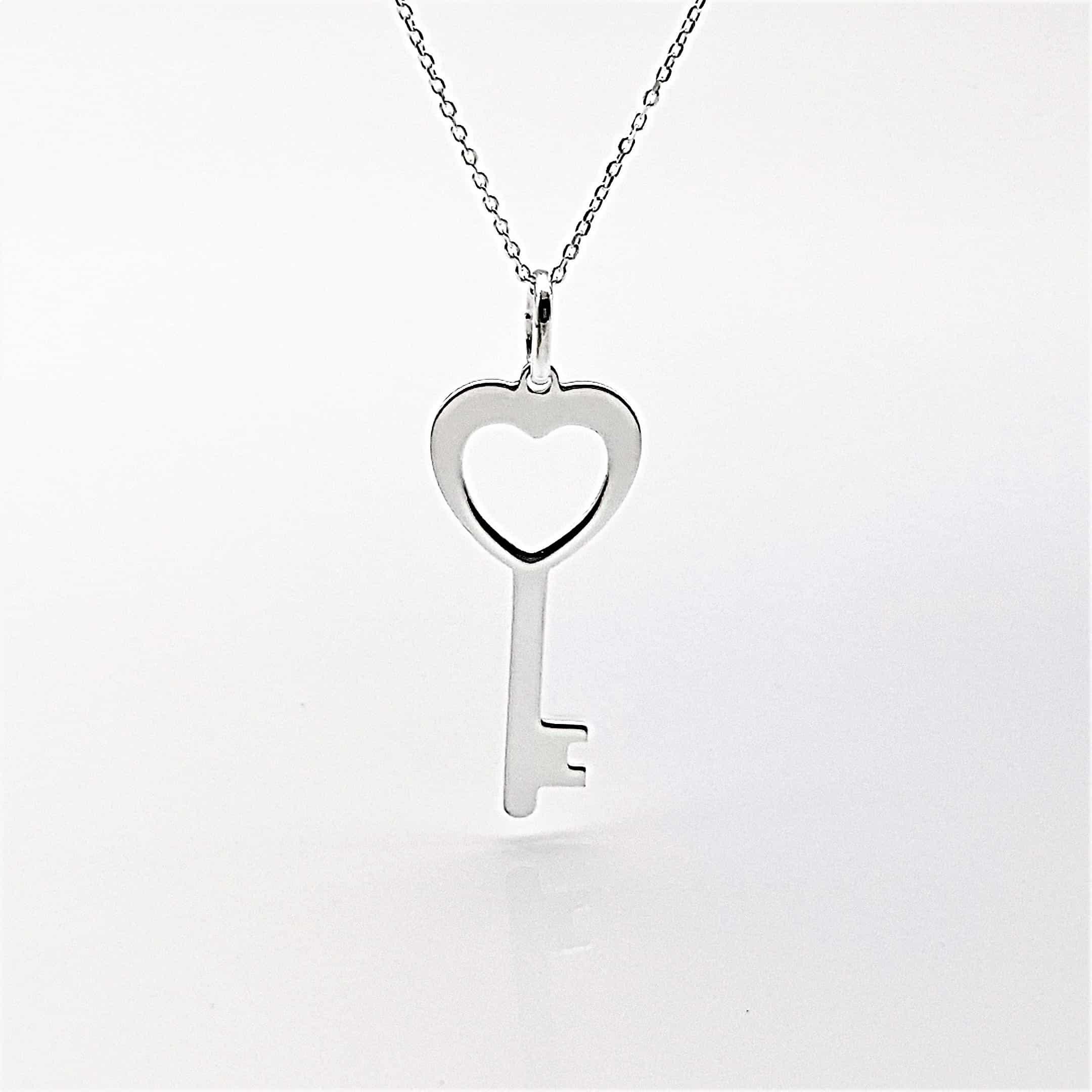 Colgante llave corazón y gargantilla en plata