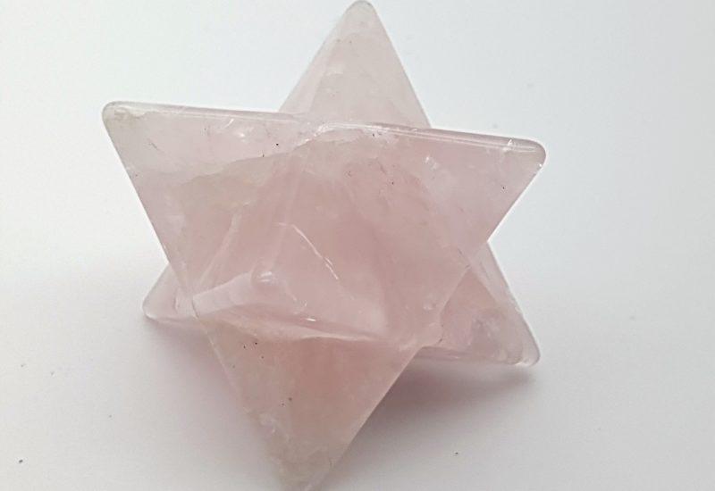 Estrella merkaba de cuarzo rosa