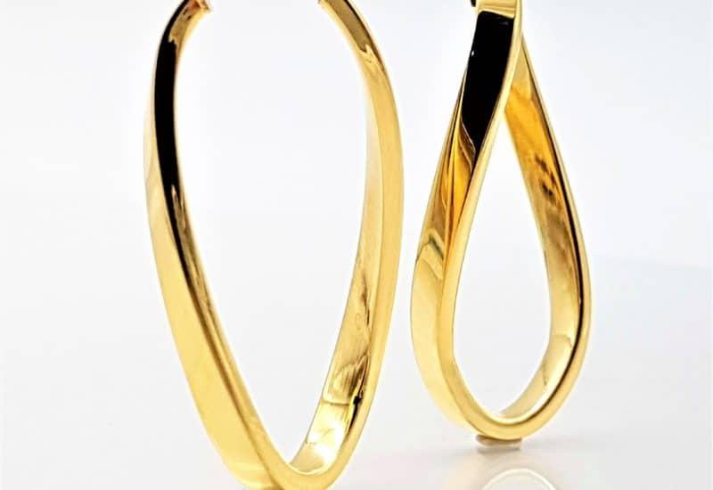 Argollas retorcidas en plata de ley con baño de oro