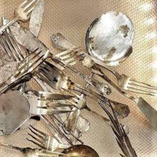 plata ennegrecida, oscurecida. Plata sucia