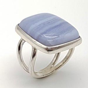 Anillo de Calcedonia Azul fabricado en plata de ley - cabujón rectangular