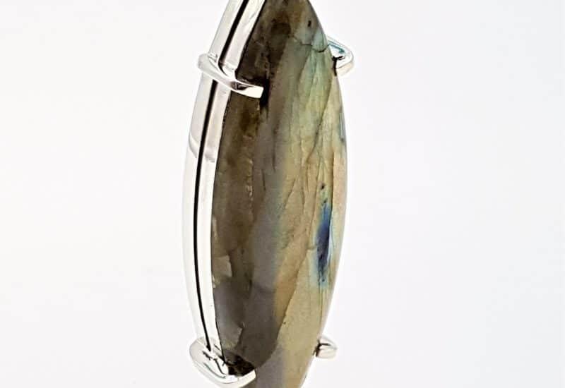 Colgante con Labradorita fabricado en Plata – cabujón marquise