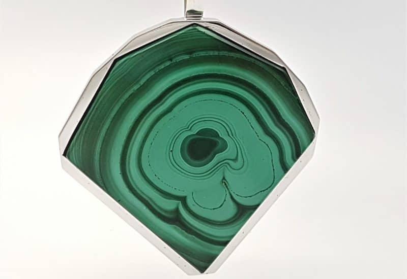 Colgante fabricado en plata y Malaquita – forma irregular