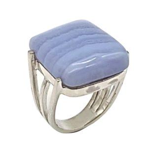 Anillo fabricado en plata de ley y calcedonia azul - cabujón rectangular