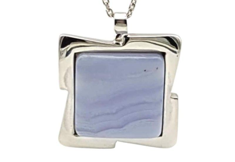 Colgante Calcedonia Azul realizado en plata de ley – cabujón cuadrado