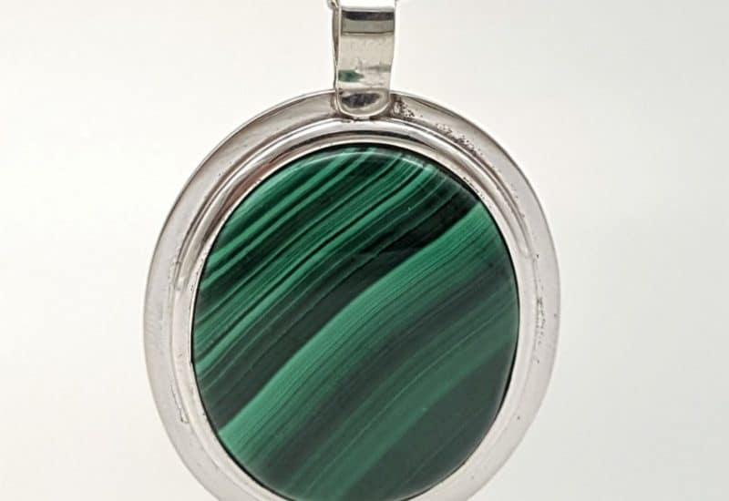 Colgante de Malaquita fabricado en plata – cabujón ovalado