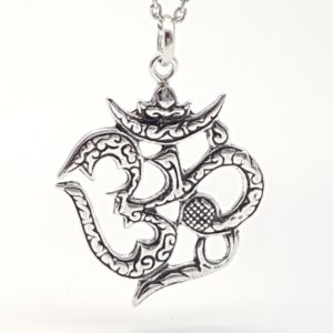Colgante Símbolo de Om fabricado en plata de ley
