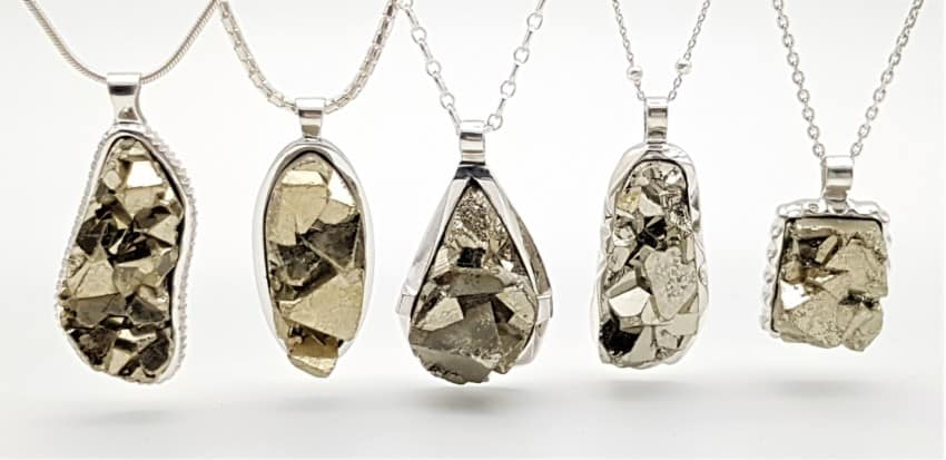 Colgantes de pirita fabricados en plata. Pirita cristalizada procedente de Perú.