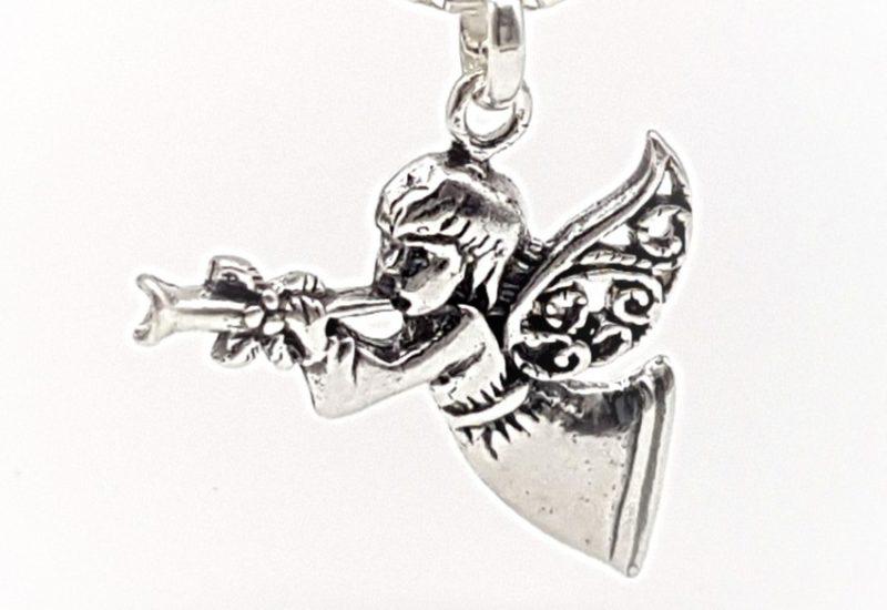 Colgante angelito trompetista en Plata de Ley 925 mls