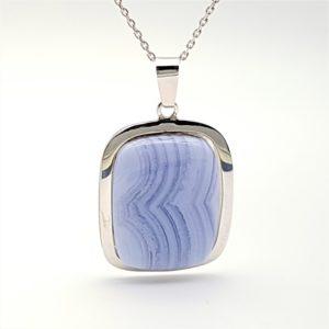 Colgante Calcedonia Azul realizado en plata de ley - cabujón rcetangular