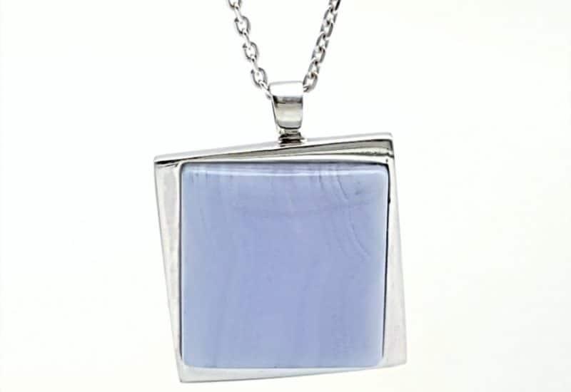 Colgante en plata y Calcedonia Azul – cabujón cuadrado