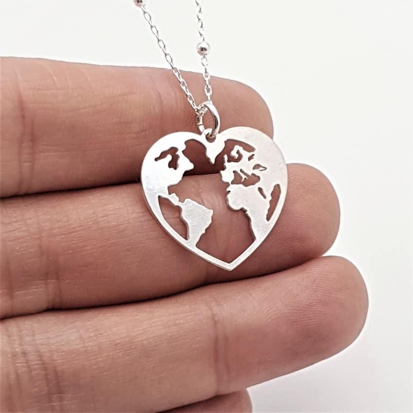 colgante plata mapa del mundo en corazón (3)