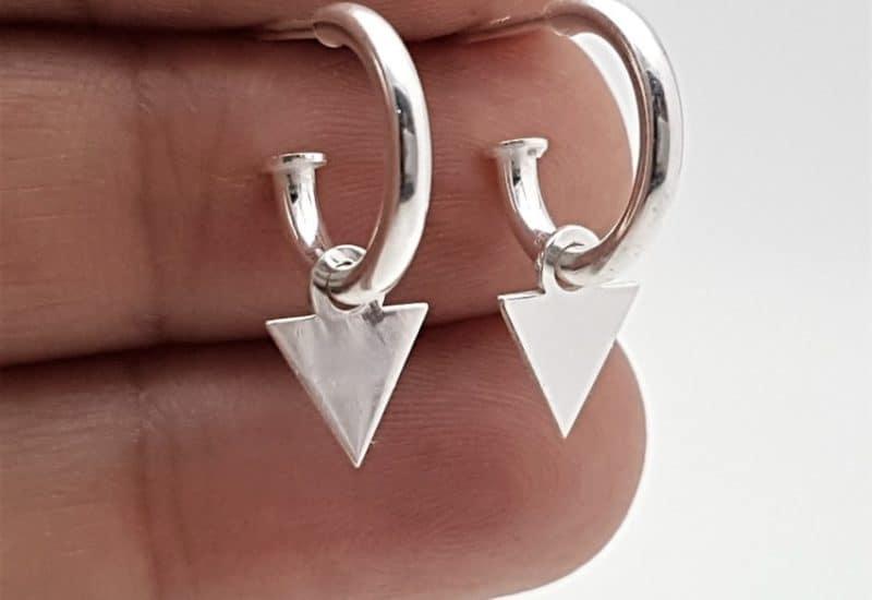 Pendientes aros con triángulo fabricados en plata de ley