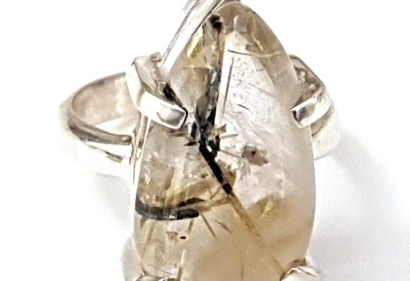 Anillo Cuarzo Rutilado fabricado en plata – cabujón de pera
