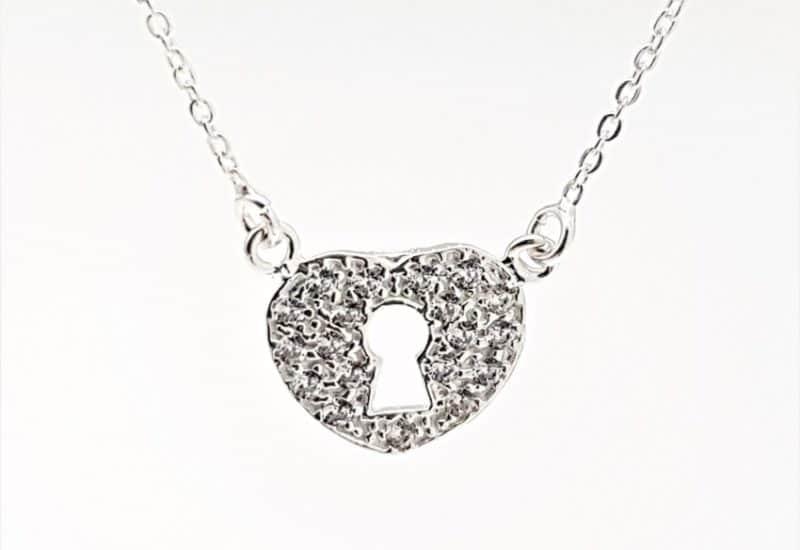 Gargantilla corazón con circonitas en plata de ley 925 mls