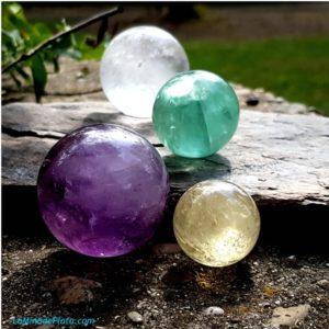 esferas de piedras naturales