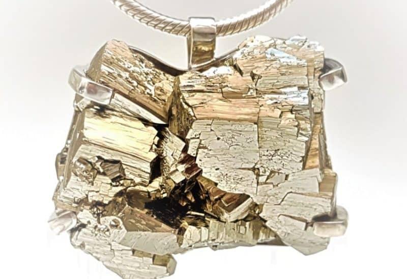 Llamativo colgante de Pirita cristalizada