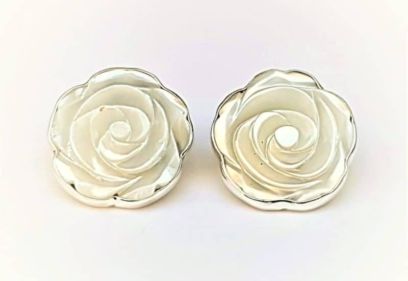 Pendientes de nácar fabricados en plata de 925 mls – forma de flor