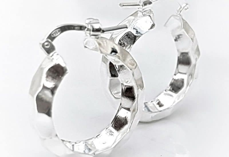 Argollas plata de formas facetadas