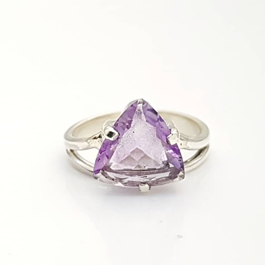 1.18 anillo amatista forma triangular (2)