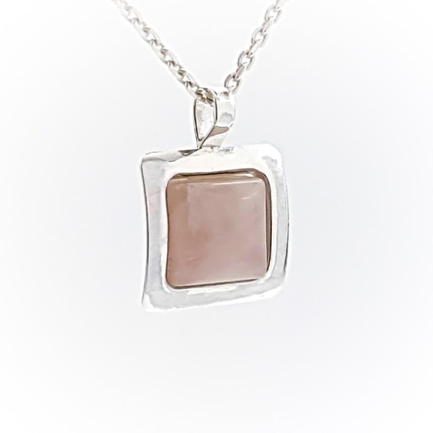 Colgante sencillo de plata y cuarzo rosa (1)