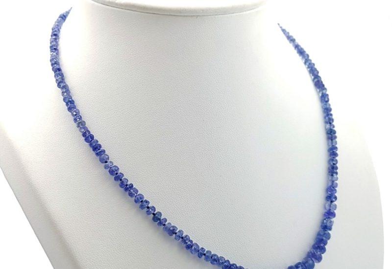 Collar de piedras semipreciosas de Tanzanita con cierre de plata.