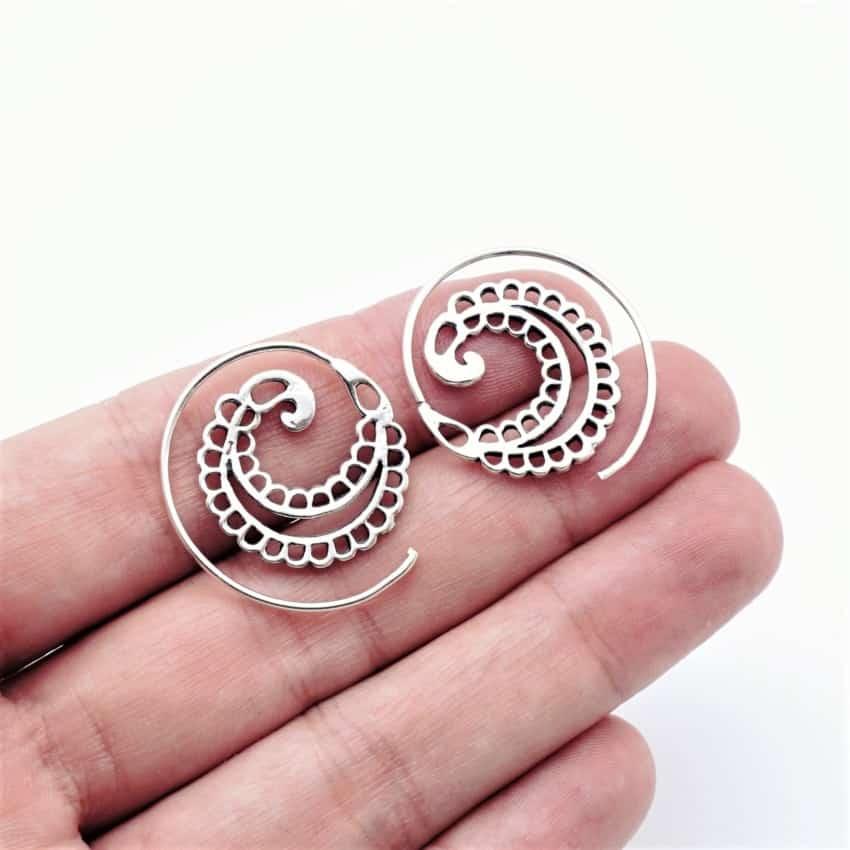 Aros étnicos de plata con diseño en espiral (1)