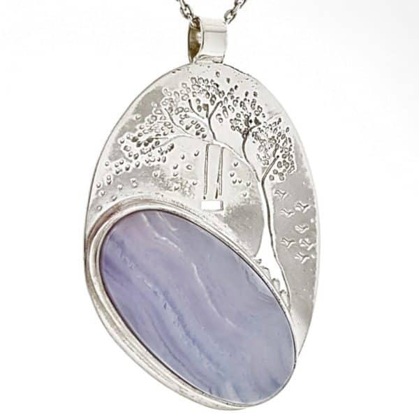 Colgante árbol de la vida con columpio y piedra de calcedonia azul