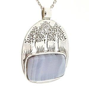 Colgante árbol de la vida en plata calcedonia azul