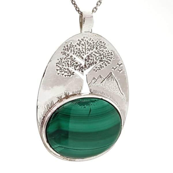 Colgante árbol de la vida entre montañas con malaquita realizado en plata 925