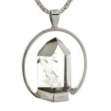 Colgante punta de cuarzo cristal de roca con base realizado completamente en plata