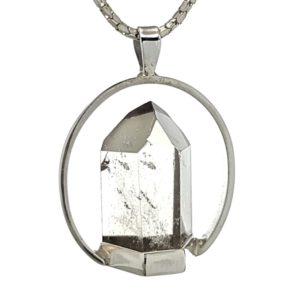 Colgante punta de cuarzo con base hecho en plata.