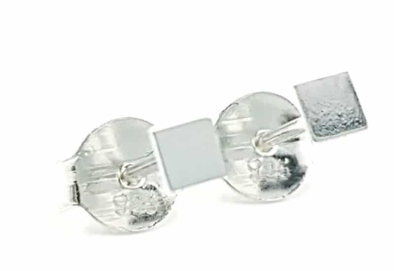 Mini pendientes chapita cuadrada de plata