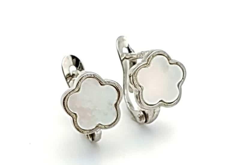 Pendientes de flor nácar en plata