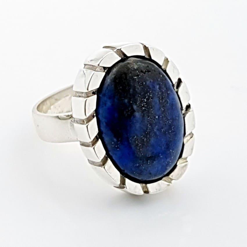 Robusto anillo de talla 16 en lapislázuli con y diseño de perfil estriado(6)