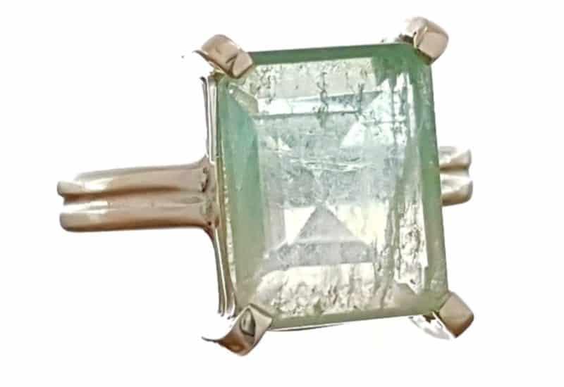 Anillo en talla 17 con fluorita talla rectangular