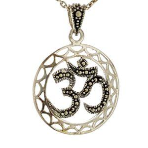 Símbolo de Om - diseño de plata envejecida con marquesitas
