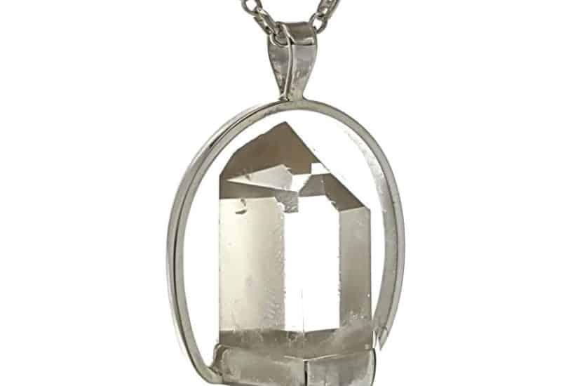 Colgante punta de cuarzo transparente con base hecho en plata.