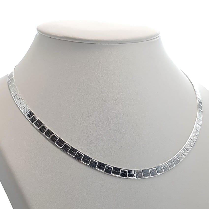 Gargantilla plana de plata con dibujo en zig-zag (2)