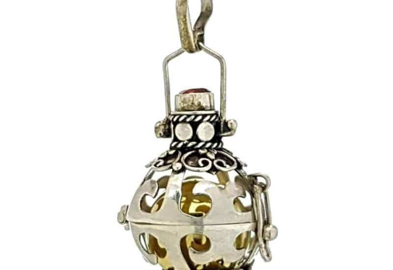 Llamador de ángeles fabricado en plata de ley