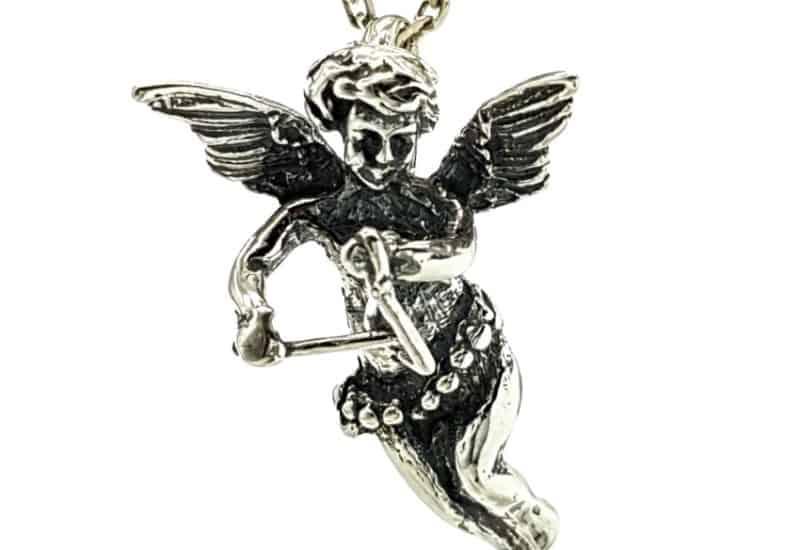 Cupido en plata 925, ángel del amor tocando el triángulo.