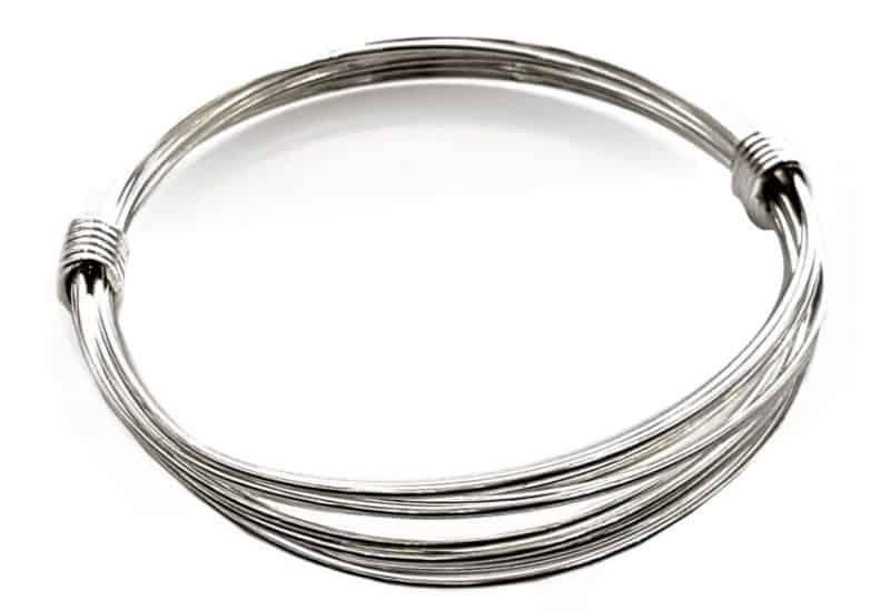 Pulsera de hilo de plata y nudos corredizos