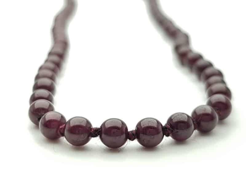 Collar bolas de 4 mm. de Granate