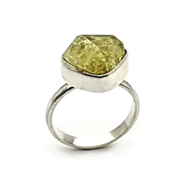 Anillo de apatito verde cristalizado en plata 925